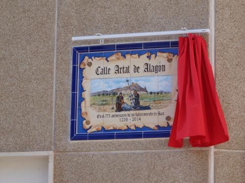 Placa conmemorativa. Actos 775 aniversario muerte de Don Artal de Alagón. Sax, 2 de noviembre de 2014.